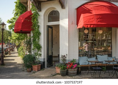 AMSTERDAM, HOLLAND - 01 JUNI 2017: cosy streets in the Capital of Holland, Amsterdam
