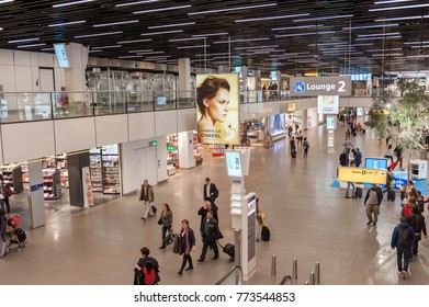 AMSTERDAM, NETHERLAND - OCTOBER 18, 2017  International Amsterdam Airport  Schiphol Interior with Passengers 81ca3a15a8bb