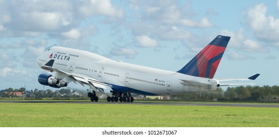 AMSTERDAM, THE NETHERLANDS - SEPTEMBER 27, 2015: Delta Air Lines Boeing 747-400 takes off from Schiphol Airport