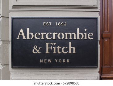 Amsterdam, Netherlands-februari 6, 2017: Letters abercrombie and fitch on a store facade