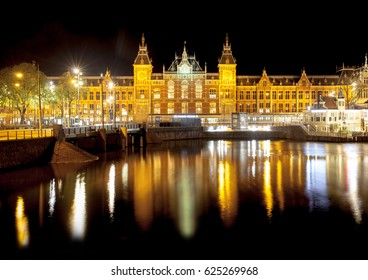 Amsterdam. Night. Station Amsterdam Centraal.