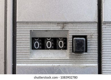 Analog meter of an old tape player reset at 000