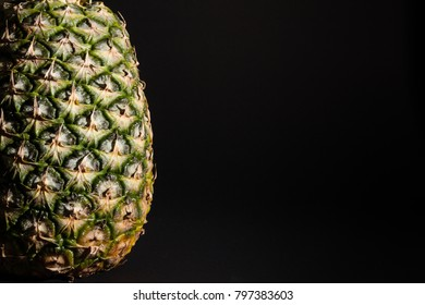 Ananas Makro with black background and big copy space