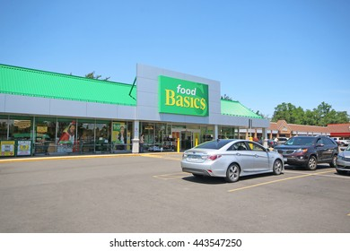 ANCASTER, CANADA - JUNE 26, 2016: A Food Basics supermarket in Ancaster, Hamilton. Food Basics is one of the largest supermarket chains in Ontario with 117 locations..