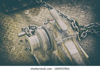 Anchor and mechanism for lifting the anchor with a metal chain, toning