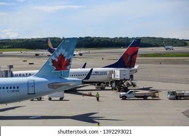 Imágenes, fotos de stock y vectores sobre Air Transport in