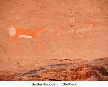 ancient anasazi pictographs in canyon de chelly national monument, in northern  arizona