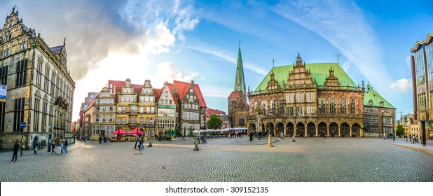 Ancient Bremen Market Square in the centre of the Hanseatic City of Bremen with view on The Schuetting, famous Raths-Buildings, Church of Our Lady, town hall and parliament building, Germany