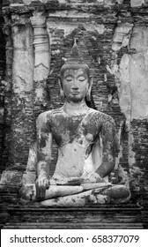 The ancient Buddha image black and white.