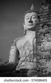 Ancient Buddha in Wat Yai Chaimongkol, Ayutthaya, Thailan