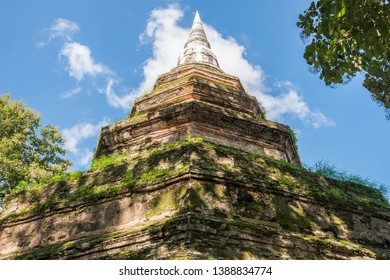 The ancient Buddhist stupa in Wat Phra That Cedi Luang (It's mean royal stupa temple) the largest stupa in Chiang Saen district of Chiang Rai province of Thailand.