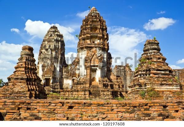 Ancient building Wat Phra Si Rattana Mahathat in Lopburi