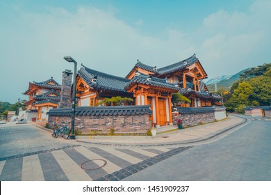The ancient Korean village of Eun Pyeong in the summer of July 2019 opened a new experience with the old history of the Ginseng people.