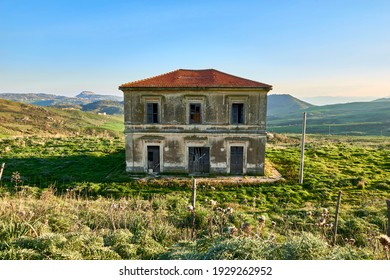 ancient manor house abandoned in the green valleys of Leonforte in Central Sicily
