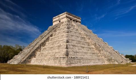Ancient Maya pyramid El Castillo (Kukulkan) in Chichen Itza, Mexico