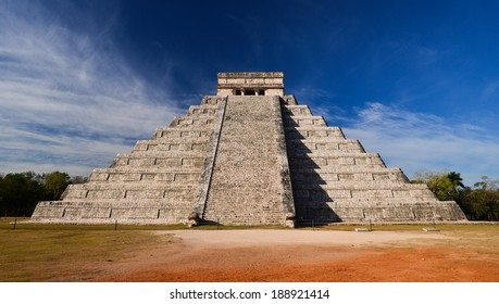 Ancient Maya pyramid El Castillo (Kukulkan) in Chichen Itza, Mexico