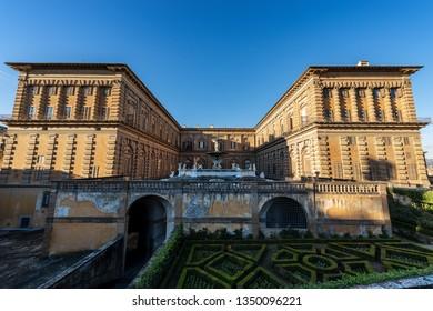 Ancient Palazzo Pitti with the Boboli Gardens, Florence, UNESCO world heritage site, Tuscany, Italy, Europe