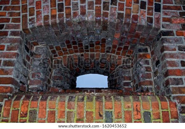 ancient-rectangular-embrasure-semicircul