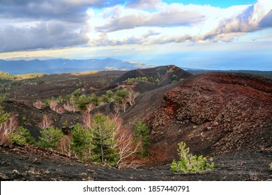 Antike Sartorius-Vulkankrater auf der Nordseite des Ätna auf Sizilien