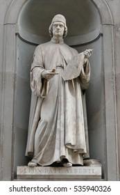Ancient statue of italian important reinassance people: Alberti