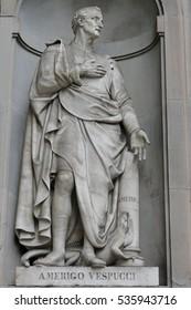 Ancient statue of italian important reinassance people: Americo Vespucci