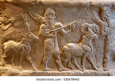 キュネー形の文字を使った古代シュメールの石彫り