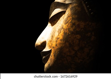 Ancient thai buddha Is a sacred thing with Thai traditions Created with meticulousness and delicacy. the face looks compassionate. And happy smile