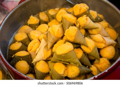 Ancient Thai Dessert (TAN-TA-NOD-BO-RAN) available in Thai market,Thai sweets,Yellow colours dessert,Ancient Thai Sweet.