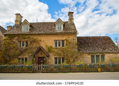 """Ancient village """"Lower Slaughter"""" in the Cotswolds region"""