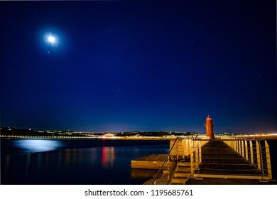 Ancona,Italia-24 luglio 2018:Faro del porto di Ancona illumina di notte l'ingresso in poro