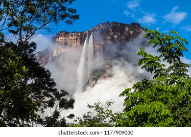 Angel Falls (Salto Angel), world's highest waterfall (978 m), Venezuela