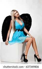 angel girl with black wings