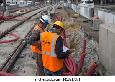 Imágenes, fotos de stock y vectores sobre Obreros De Construccion
