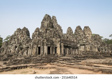 angkor thom - famous landmark travel and tour in combodia and world heritage