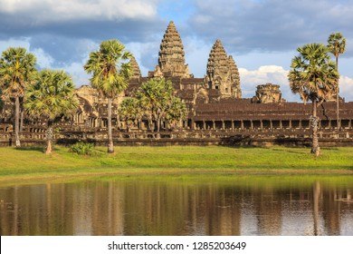 Angkor Wat Buddhist temple. Angkor Archaeological Park, Siem Riep, Cambodia