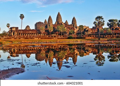 Angkor Wat (Capital Temple), temple complex originally constructed as a Hindu temple of god Vishnu for the Khmer Empire and the largest religious monument in the world, Angkor, Siem Reap, Cambodia