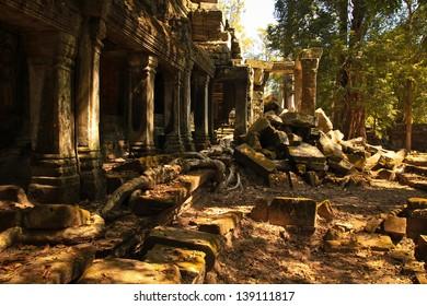 Angkor wat temple ruins, Siem reap, Cambodia