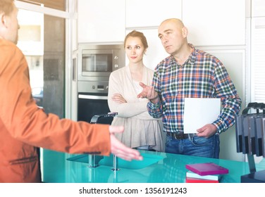 angry american couple makes claims at   kitchen furniture  workshop