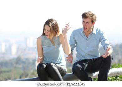 tekenen van Teenage dating abuse 26 stadia van online dating