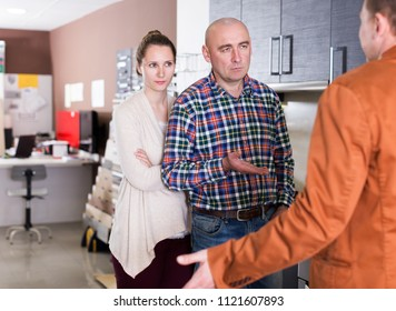 Angry young couple is dissatisfied with the quality of service