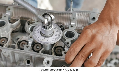 angular torque of Engine cylinder head