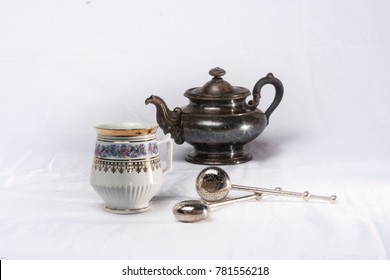 Anike teacups with silver jug
