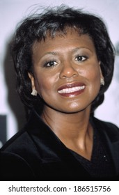 Anita Hill at GLAMOUR WOMEN OF THE YEAR, NY 10/28/2002