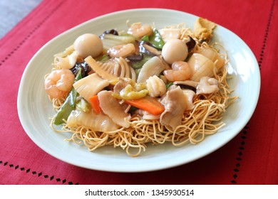 ankake yakisoba, fried noodles topped with starchy sauce