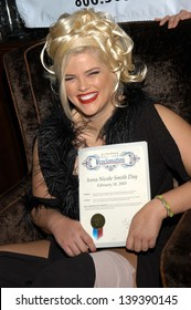 """Anna Nicole Smith receives a proclamation from the City of West Hollywood declaring it """"Anna Nicole Smith Day"""", West Hollywood, CA 02-18-03"""