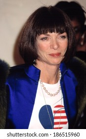 Anna Wintour at the VH!/Vogue Fashion Awards, 10/19/01, NYC