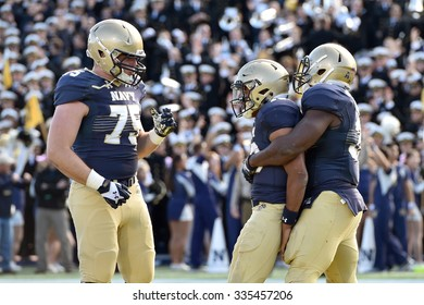 ANNAPOLIS, MD - OCTOBER 31: Navy Midshipmen fullback Chris Swain (37) congratulate teammate Keenan Reynolds on a TD carry  during the AAC game October 31, 2015 in Annapolis, MD.