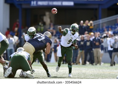 ANNAPOLIS, MD - OCTOBER 31: South Florida Bulls quarterback Quinton Flowers (9) throws a pass during the AAC game October 31, 2015 in Annapolis, MD.