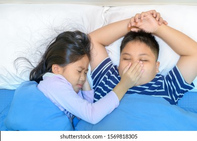 Annoying snoring. Sister covered her brother's mouth. Because the snoring is very loud