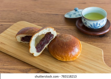 Anpan and green tea
